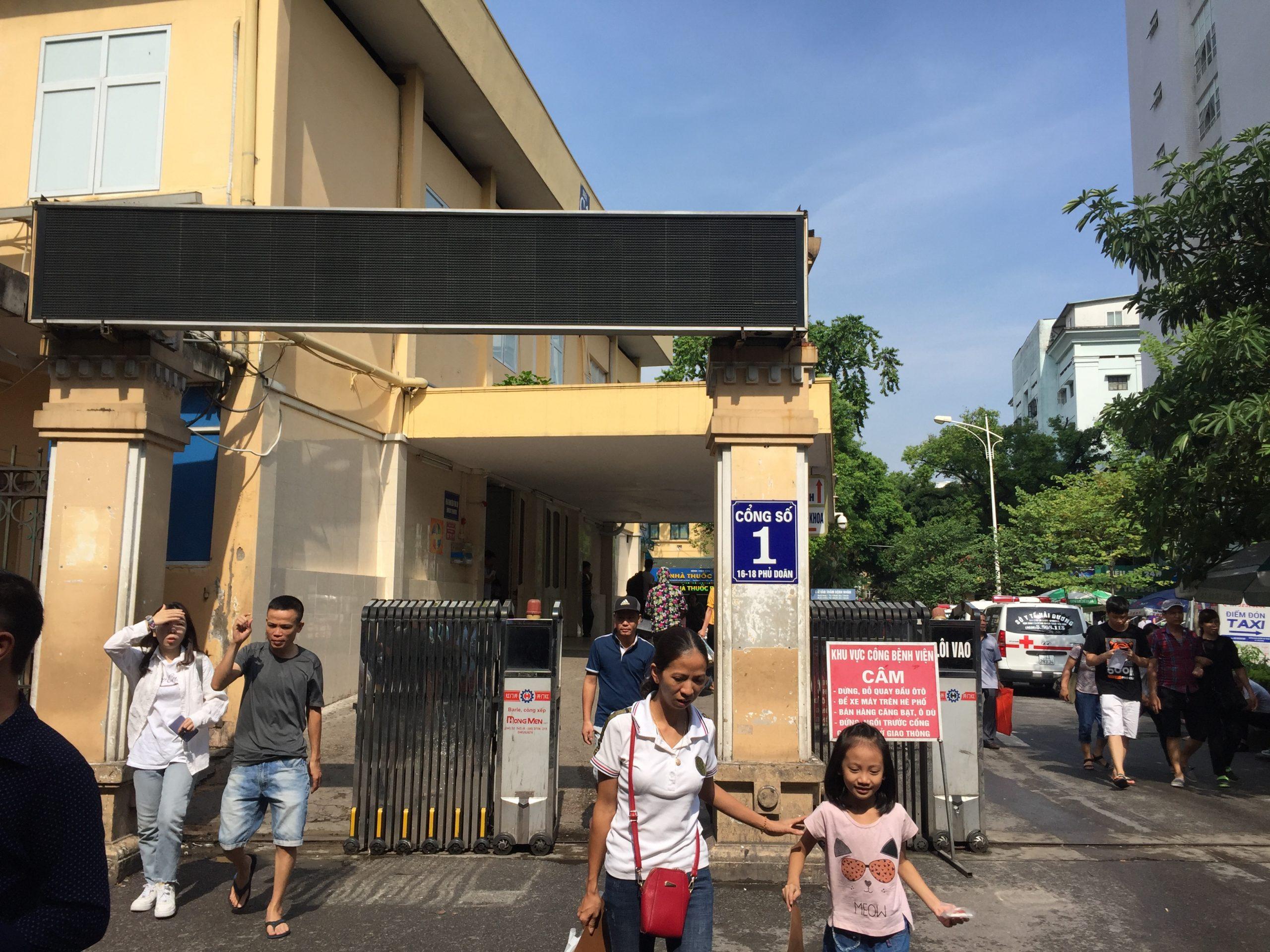 Sửa chữa cổng xếp điện Bệnh viện Việt Đức