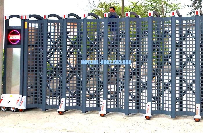 Cổng rào xếp inox tấm đục lỗ 2
