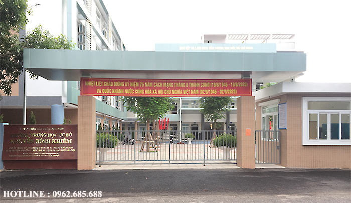 Motor cổng lùa YH lắp tại trường THCS Nguyễn Bỉnh Khiêm